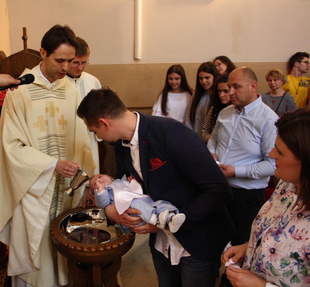 09 krstenje sestog djeteta