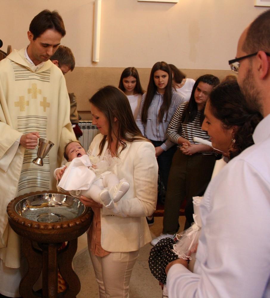 10 krstenje sestog djeteta